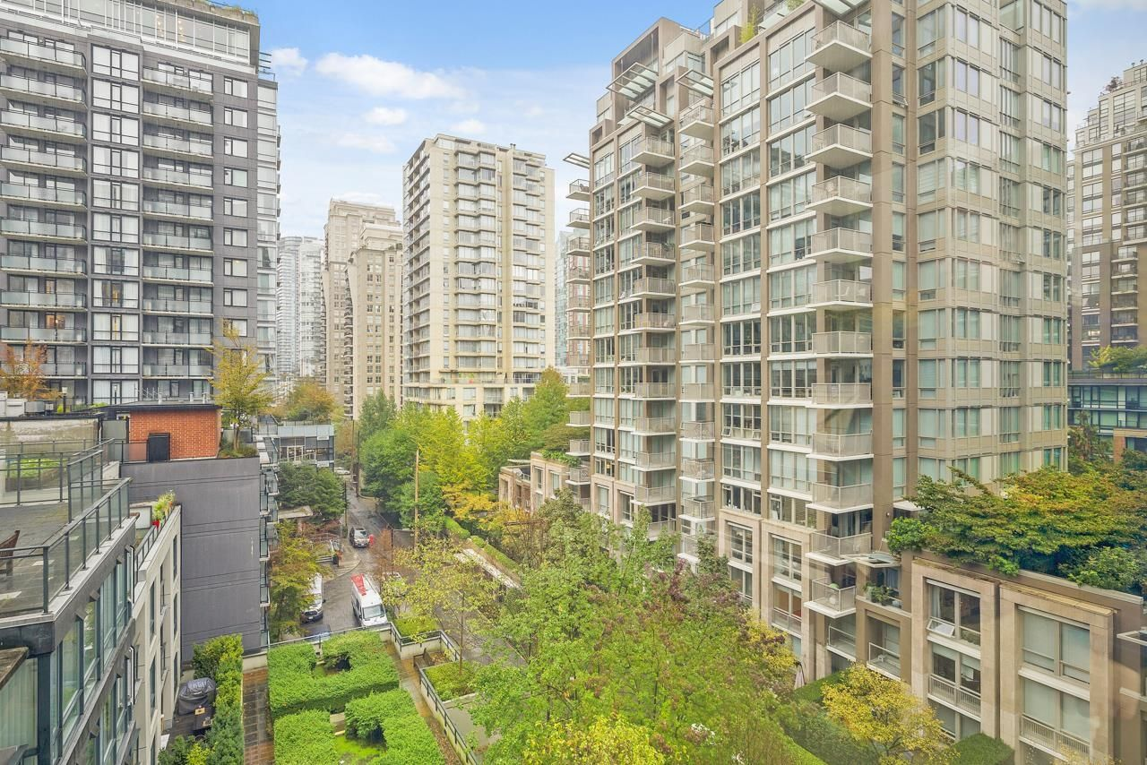 """Main Photo: 806 1082 SEYMOUR Street in Vancouver: Downtown VW Condo for sale in """"FREESIA"""" (Vancouver West)  : MLS®# R2621696"""