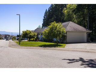 Photo 3: 2706 ALICE LAKE Place in Coquitlam: Coquitlam East House for sale : MLS®# R2595396