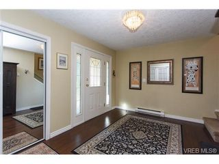 Photo 3: 924 Wendey Dr in VICTORIA: La Walfred House for sale (Langford)  : MLS®# 675974