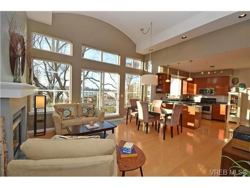 Main Photo: 16 60 Dallas Rd in VICTORIA: Vi James Bay Row/Townhouse for sale (Victoria)  : MLS®# 694479