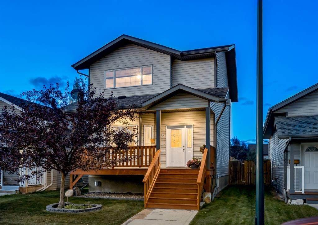 Main Photo: 103 DOHERTY Close: Red Deer Detached for sale : MLS®# A1147835