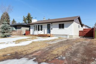 Photo 2: 8812 34 Avenue NW in Calgary: Bowness Detached for sale : MLS®# A1083626