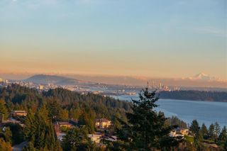 Photo 2: 4968 PINETREE Crescent in West Vancouver: Upper Caulfeild Condo for sale : MLS®# R2576926