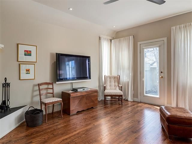 Photo 16: Photos: 309 16 Street NW in Calgary: Hillhurst House for sale : MLS®# C4005350
