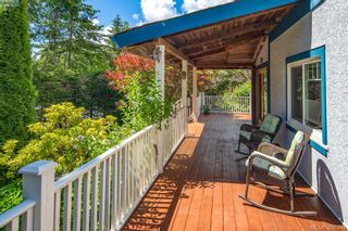 Photo 2: 706 Lindsay St in VICTORIA: SW Royal Oak House for sale (Saanich West)  : MLS®# 788621