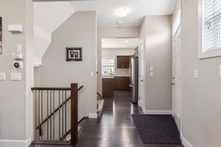 Photo 2:  in Calgary: Winston Heights/Mountview Row/Townhouse for sale : MLS®# A1105103
