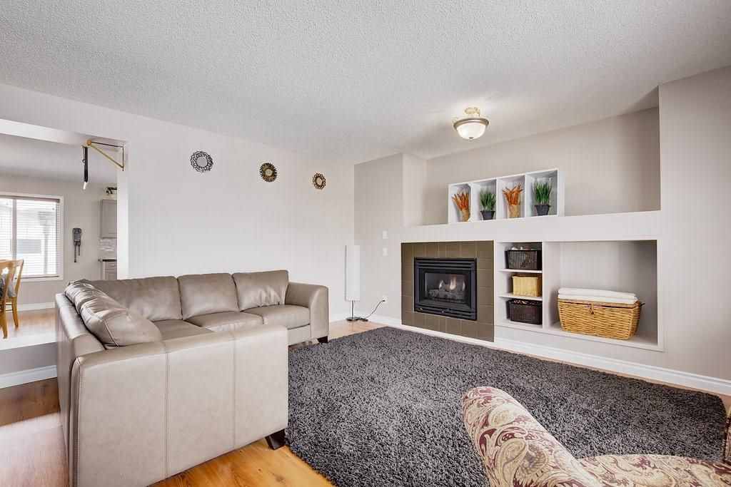 Photo 5: Photos: 32 INVERNESS Boulevard SE in Calgary: McKenzie Towne House for sale : MLS®# C4175544