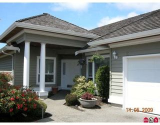 """Photo 1: 16 1881 144TH Street in Surrey: Sunnyside Park Surrey Townhouse for sale in """"BRAMBLEY HEDGE"""" (South Surrey White Rock)  : MLS®# F2910527"""