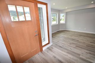 Photo 4: 4044 2ND Avenue in Smithers: Smithers - Town 1/2 Duplex for sale (Smithers And Area (Zone 54))  : MLS®# R2480712
