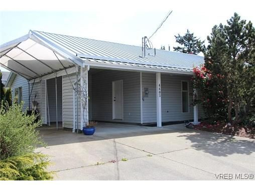 Main Photo: 4405 Majestic Dr in VICTORIA: SE Gordon Head House for sale (Saanich East)  : MLS®# 638665