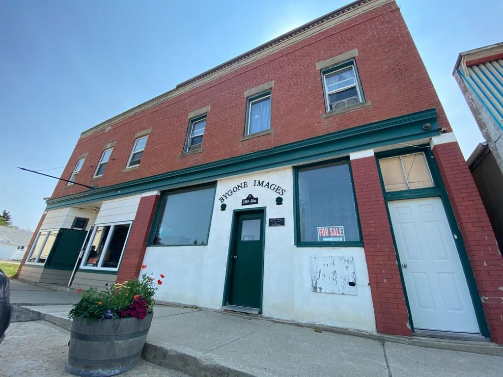 Main Photo: 5209, 5211 50 Avenue: Mirror Mixed Use for sale : MLS®# A1134526