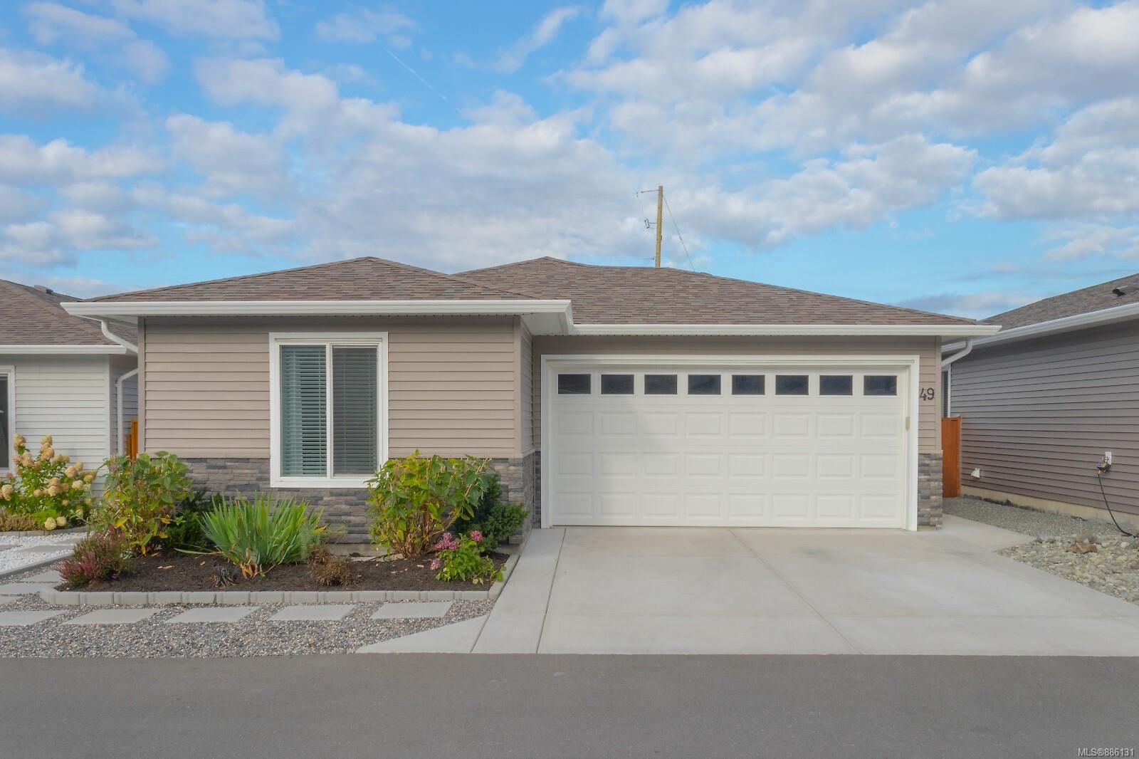 Main Photo: 49 7586 Tetayut Rd in : CS Hawthorne Manufactured Home for sale (Central Saanich)  : MLS®# 886131