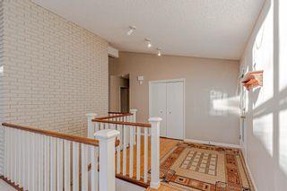 Photo 3: 7223 Kananaskis Drive SW in Calgary: Kelvin Grove Detached for sale : MLS®# A1100740