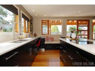 Photo 5: 1550 Shasta Pl in VICTORIA: Vi Rockland House for sale (Victoria)  : MLS®# 507015