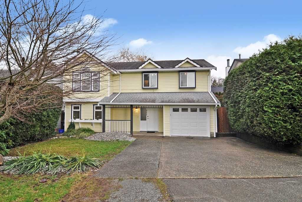 Main Photo: 9224 213 Street in Langley: Walnut Grove House for sale : MLS®# R2535803