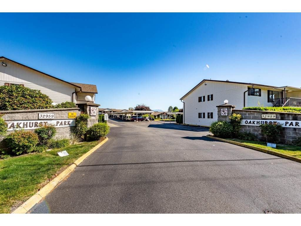 """Main Photo: 75 32959 GEORGE FERGUSON Way in Abbotsford: Central Abbotsford Townhouse for sale in """"Oakhurst Estates"""" : MLS®# R2481280"""