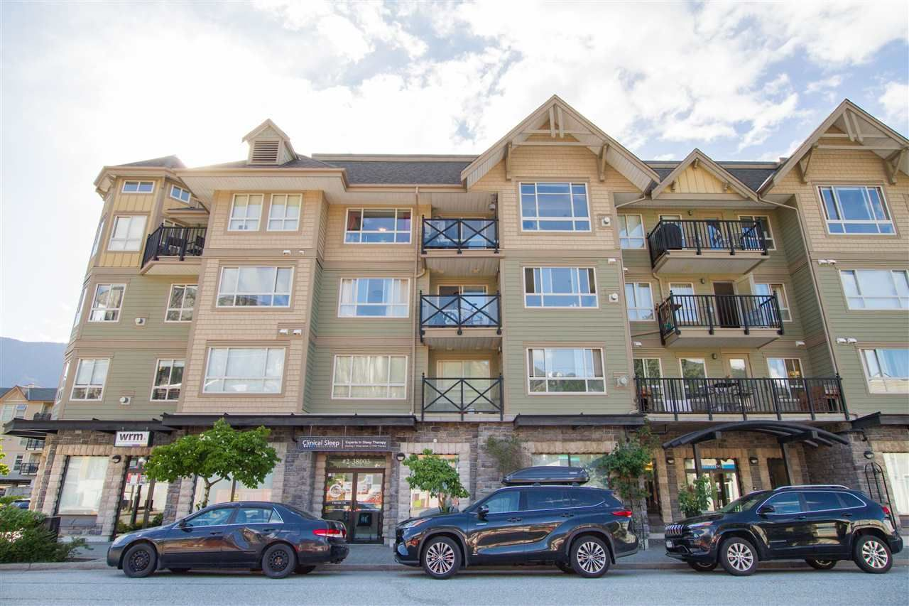 """Main Photo: 313 38003 SECOND Avenue in Squamish: Downtown SQ Condo for sale in """"Squamish Pointe"""" : MLS®# R2585302"""
