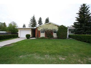 Photo 2: 12 BROWN Crescent NW in CALGARY: Brentwood Calg Residential Detached Single Family for sale (Calgary)  : MLS®# C3524303