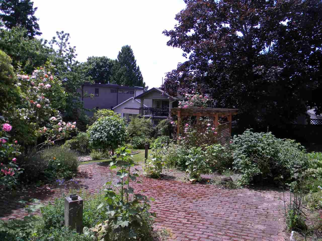 """Photo 5: Photos: 939 LEE Street: White Rock House for sale in """"East Beach"""" (South Surrey White Rock)  : MLS®# R2376460"""