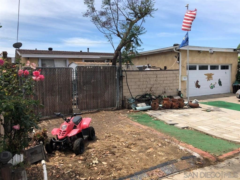 Main Photo: CLAIREMONT House for sale : 4 bedrooms : 7143 Frakes Street in San Diego