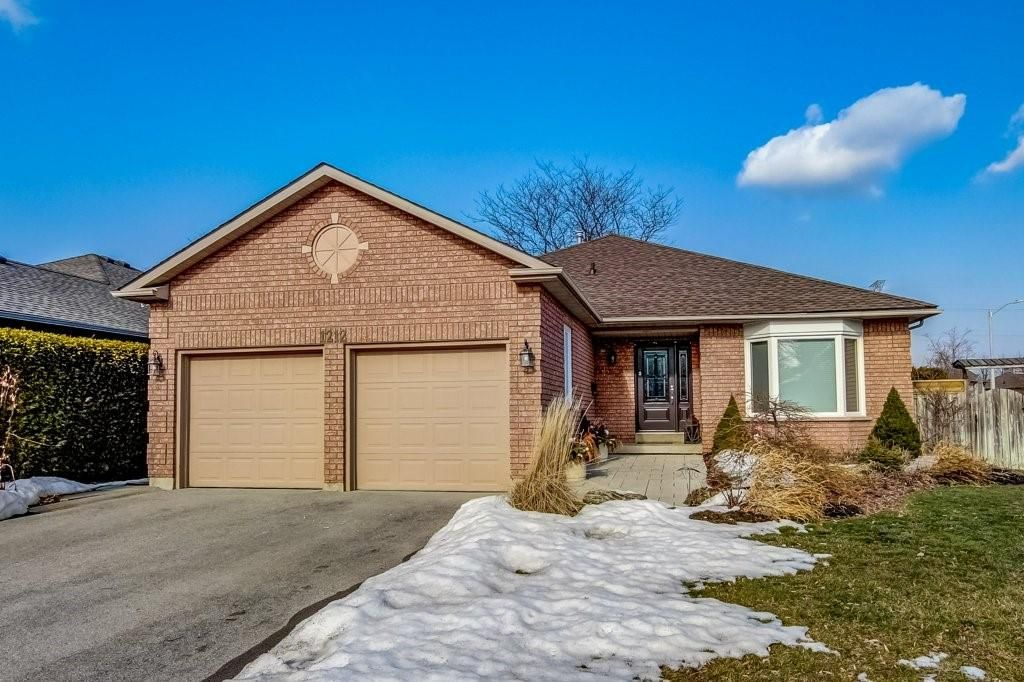 Main Photo: 1212 SABLE Drive in Burlington: Residential for sale : MLS®# H4099398