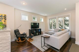 Photo 9: 907 23 Avenue NW in Calgary: Mount Pleasant Semi Detached for sale : MLS®# A1141510