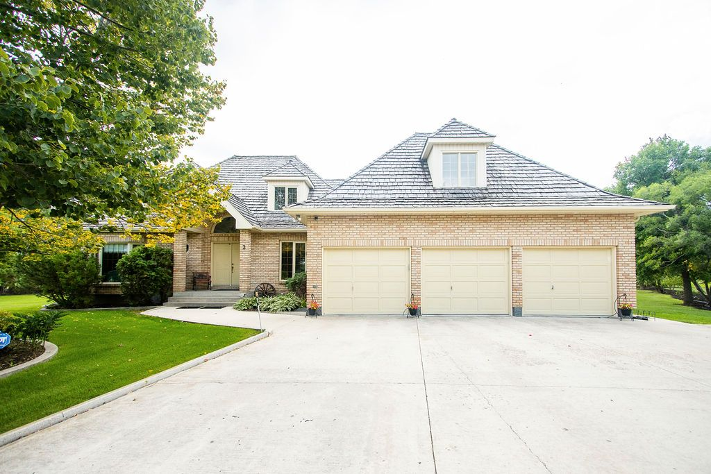 Main Photo: 2 DAVIS Place in St Andrews: House for sale : MLS®# 202121450