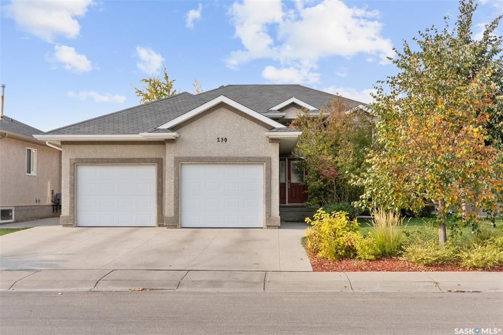 Main Photo: 230 Maguire Court in Saskatoon: Willowgrove Residential for sale : MLS®# SK873818