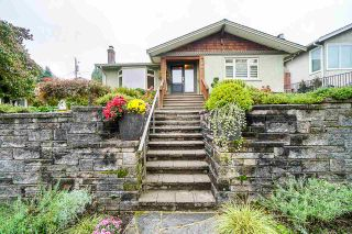 Photo 1: 910 KENT STREET in New Westminster: The Heights NW House for sale : MLS®# R2407320