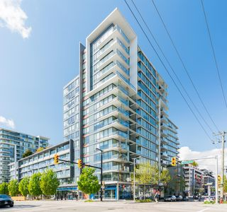 """Photo 1: 909 1783 MANITOBA Street in Vancouver: False Creek Condo for sale in """"RESIDENCES AT WEST"""" (Vancouver West)  : MLS®# R2625180"""