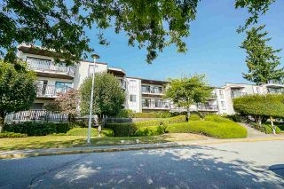 """Photo 2: 302 9952 149 Street in Surrey: Guildford Condo for sale in """"TALL TIMBERS"""" (North Surrey)  : MLS®# R2492246"""