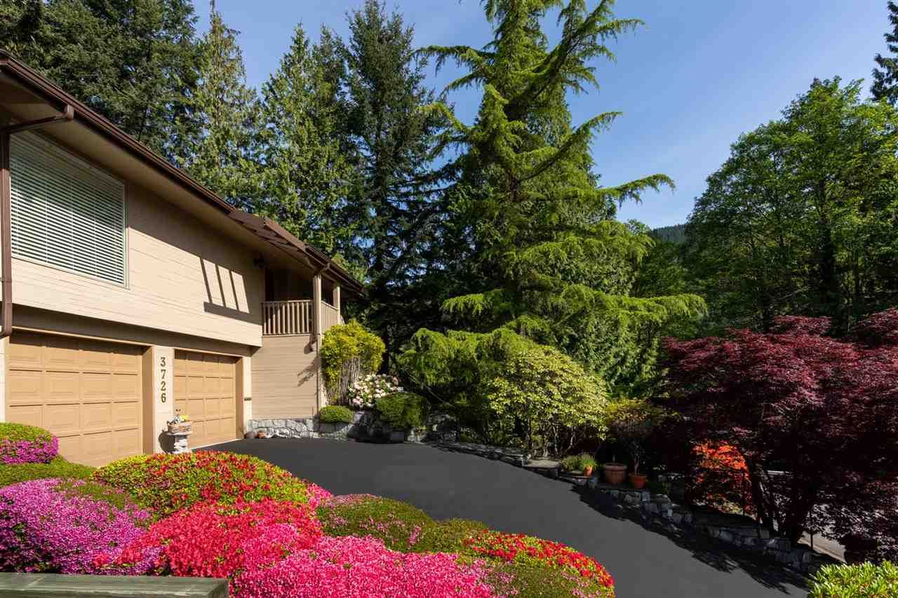 """Main Photo: 3726 SOUTHRIDGE Place in West Vancouver: Westmount WV House for sale in """"Westmount Estates"""" : MLS®# R2553724"""