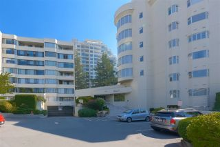 """Photo 2: 515 1442 FOSTER Street: White Rock Condo for sale in """"Whiterock Square III"""" (South Surrey White Rock)  : MLS®# R2495984"""