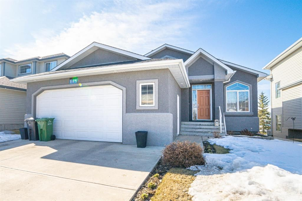 Main Photo: 148 Cove Crescent: Chestermere Detached for sale : MLS®# A1081331