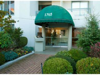 """Photo 2: 403 1765 MARTIN Drive in Surrey: Sunnyside Park Surrey Condo for sale in """"SOUTHWYND"""" (South Surrey White Rock)  : MLS®# F1415442"""