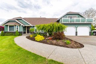 Photo 1: 7570 QUEEN Street in Chilliwack: Sardis East Vedder Rd House for sale (Sardis)  : MLS®# R2572918