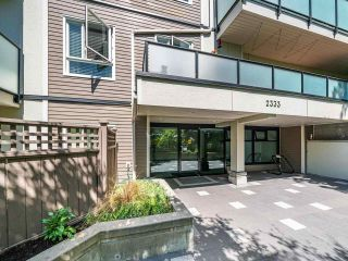 """Photo 2: 412 2333 TRIUMPH Street in Vancouver: Hastings Condo for sale in """"LANDMARK MONTEREY"""" (Vancouver East)  : MLS®# R2582065"""