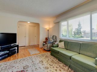 Photo 5: 3205 Carman St in : SE Camosun House for sale (Saanich East)  : MLS®# 878227