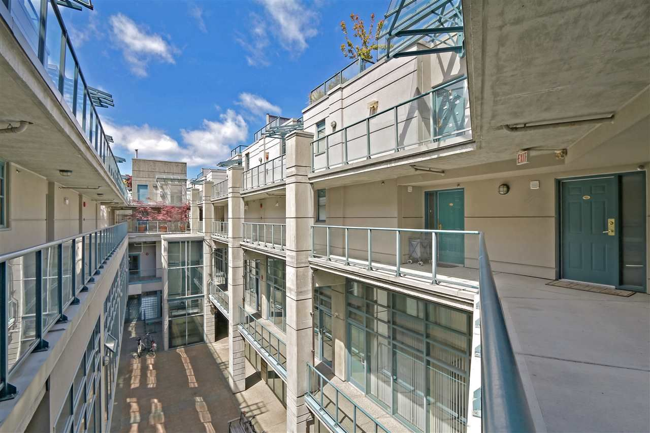 """Photo 3: Photos: 301 1630 W 1ST Avenue in Vancouver: False Creek Condo for sale in """"THE GALLERIA"""" (Vancouver West)  : MLS®# R2383041"""
