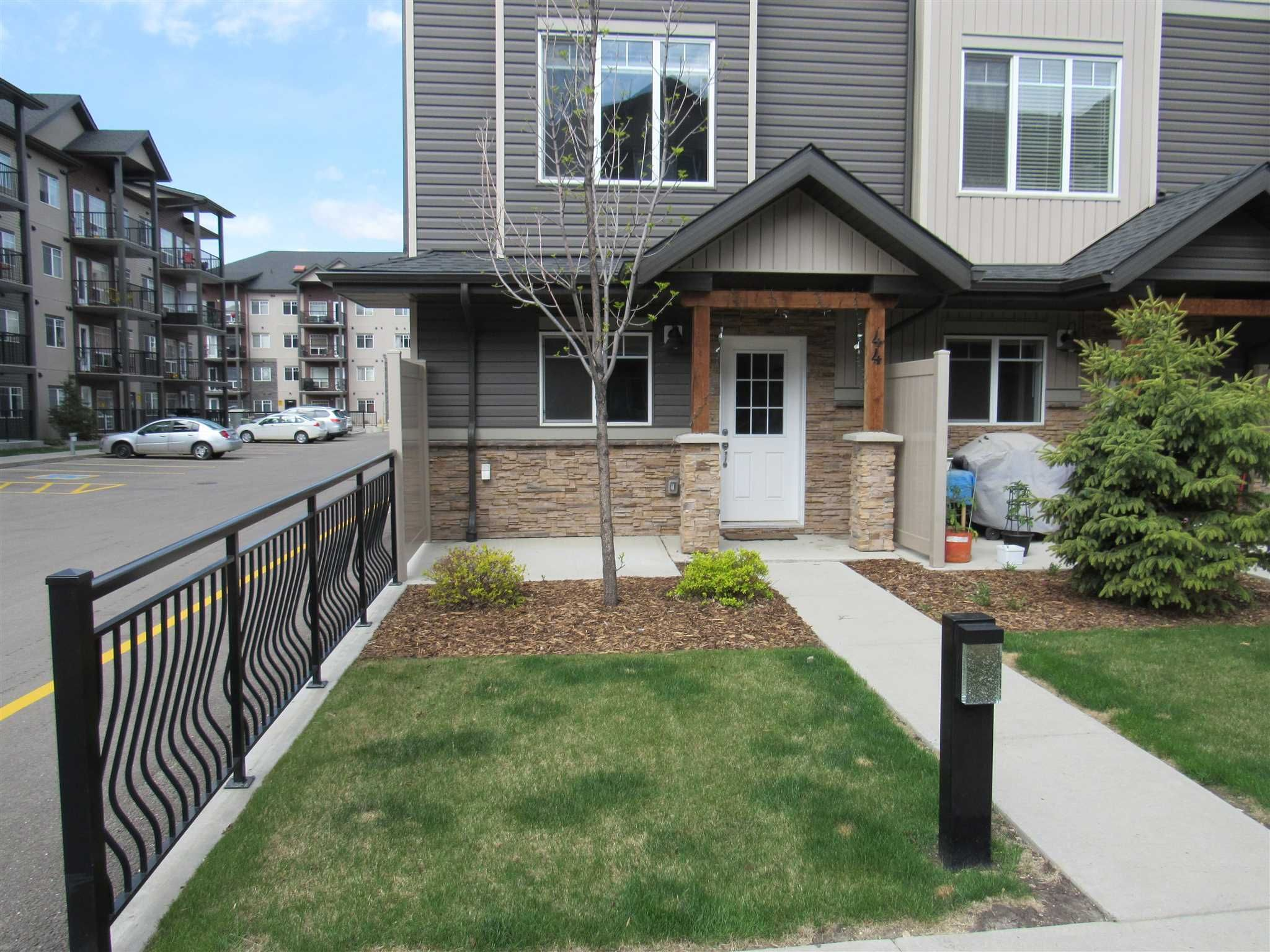 Main Photo: 44 9515 160 Avenue in Edmonton: Zone 28 Townhouse for sale : MLS®# E4246005