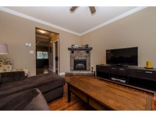 "Photo 5: 59 6498 SOUTHDOWNE Place in Sardis: Sardis East Vedder Rd Townhouse for sale in ""Village Green"" : MLS®# R2059470"
