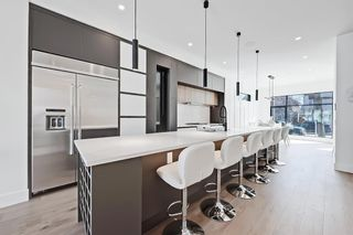 Photo 4: 504 14 Avenue NE in Calgary: Renfrew Detached for sale : MLS®# A1090072