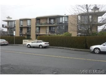 Main Photo: 103 2210 Cadboro Bay Rd in VICTORIA: OB Henderson Condo for sale (Oak Bay)  : MLS®# 559761