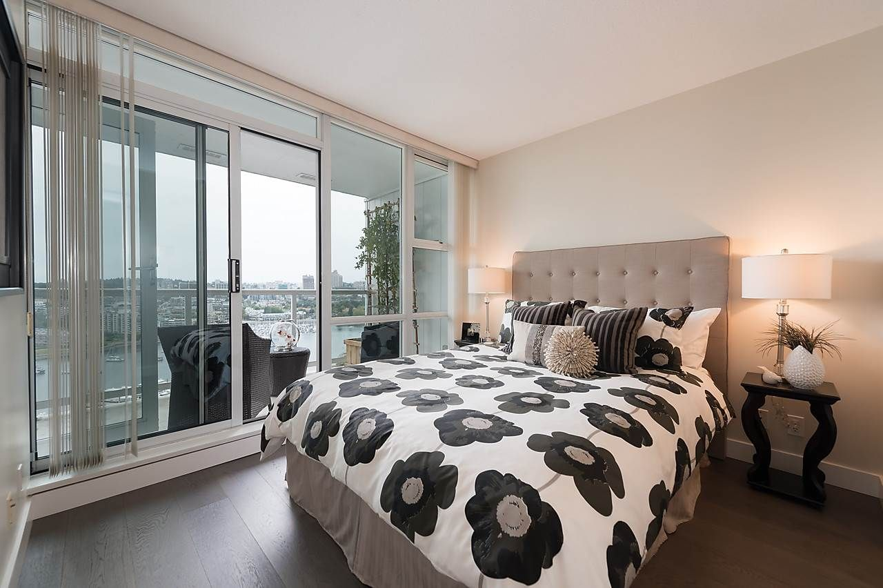 "Photo 15: Photos: 2508 193 AQUARIUS Mews in Vancouver: Yaletown Condo for sale in ""MARINASIDE RESORT RESIDENCES"" (Vancouver West)  : MLS®# R2106066"