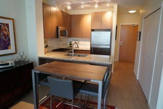 Photo 4: 502 135 W 2ND Street in North Vancouver: Lower Lonsdale Condo for sale : MLS®# R2180749