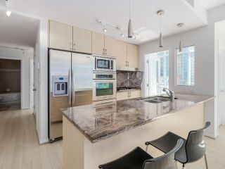 """Photo 6: 803 1211 MELVILLE Street in Vancouver: Coal Harbour Condo for sale in """"The Ritz"""" (Vancouver West)  : MLS®# R2084525"""