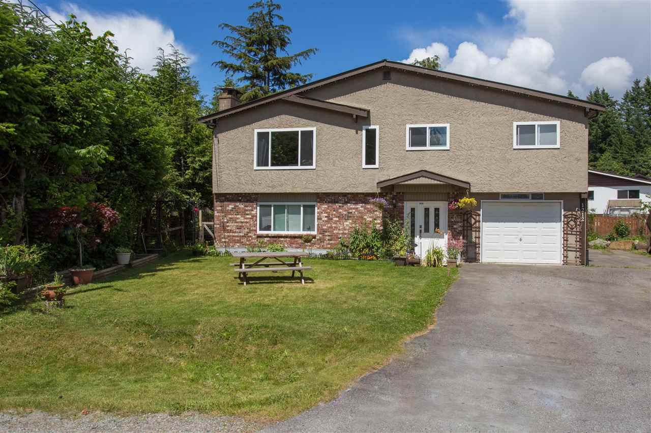 Main Photo: 1212 PARKWOOD Place in Squamish: Brackendale House for sale : MLS®# R2082964