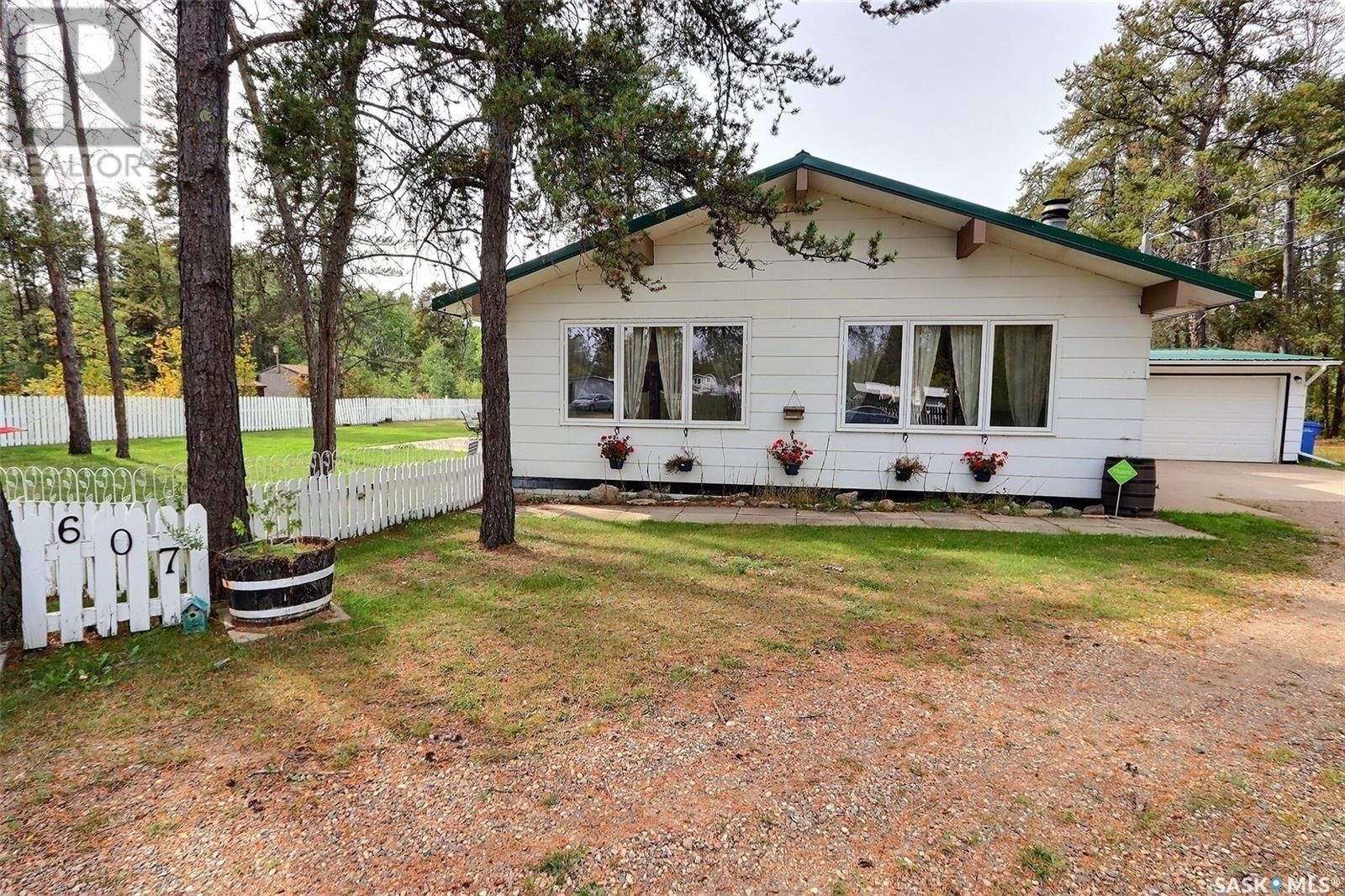 Main Photo: 607 15th ST NW in Prince Albert: House for sale : MLS®# SK871500