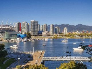 "Photo 32: 186 ATHLETES Way in Vancouver: False Creek Condo for sale in ""VILLAGE ON FALSE CREEK - BRIDGE"" (Vancouver West)  : MLS®# R2575530"