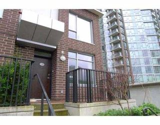 """Photo 10: 1438 SEYMOUR Street in Vancouver: False Creek North Townhouse for sale in """"AQUA AT THE PARK"""" (Vancouver West)  : MLS®# V634737"""